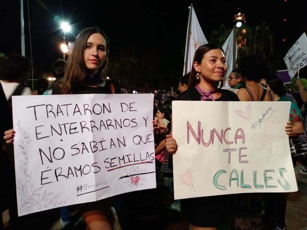 mujeres marcha 2