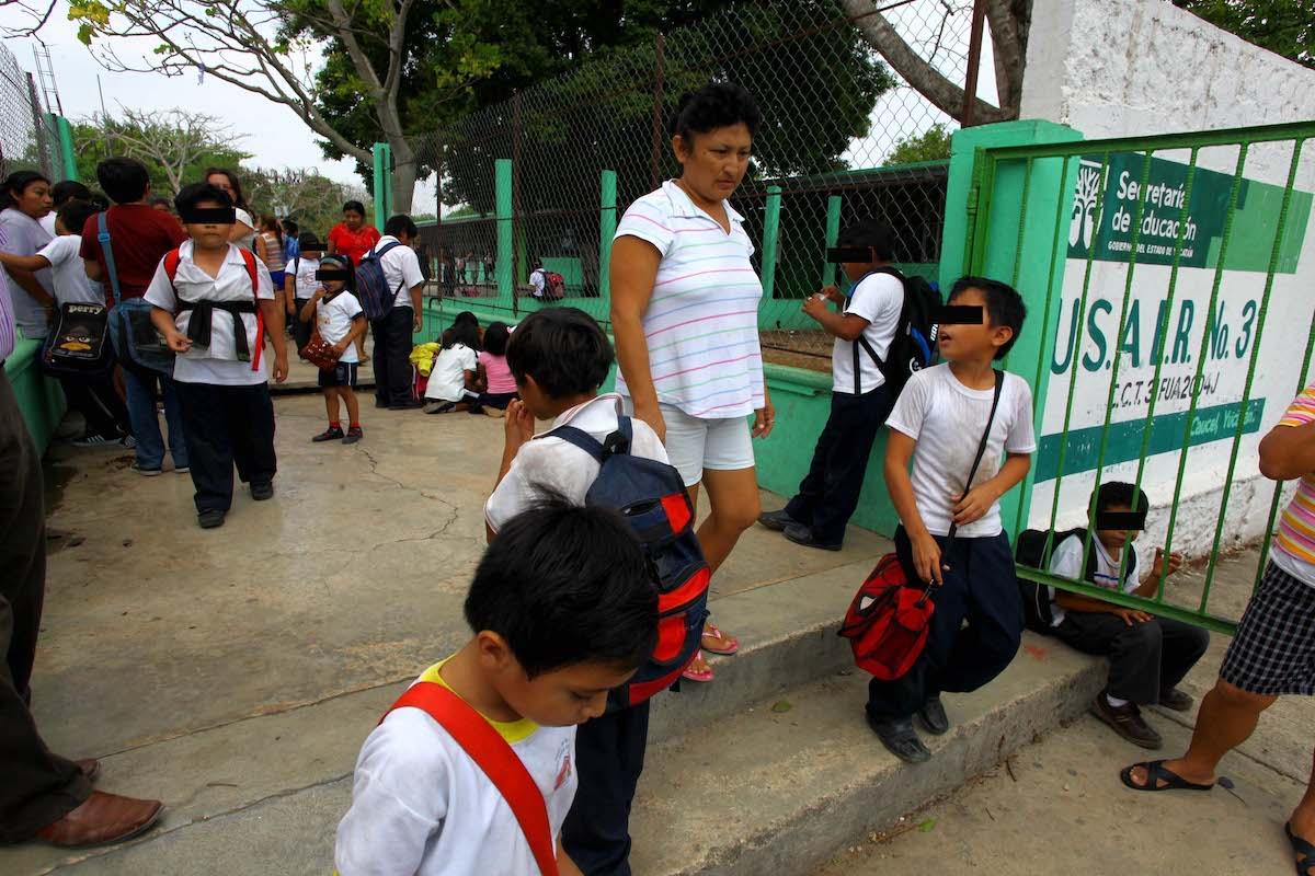 niños escuelas